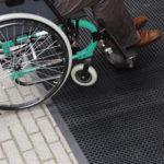 NOTRAX 599B Oct-O-Flex Bevelled - Mata wejściowa z drenażem, wycieraczka gumowa, wózki inwalidzkie