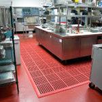 NOTRAX 550RD Cushion Ease Red - Mata przemysłowa modułowa z drenażem, olejoodporna przemysł spożywczy i gastronomia, kuchnia