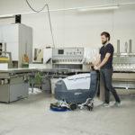 Nilfisk SC401 - Automat szorujący, hala produkcyjna, magazyn